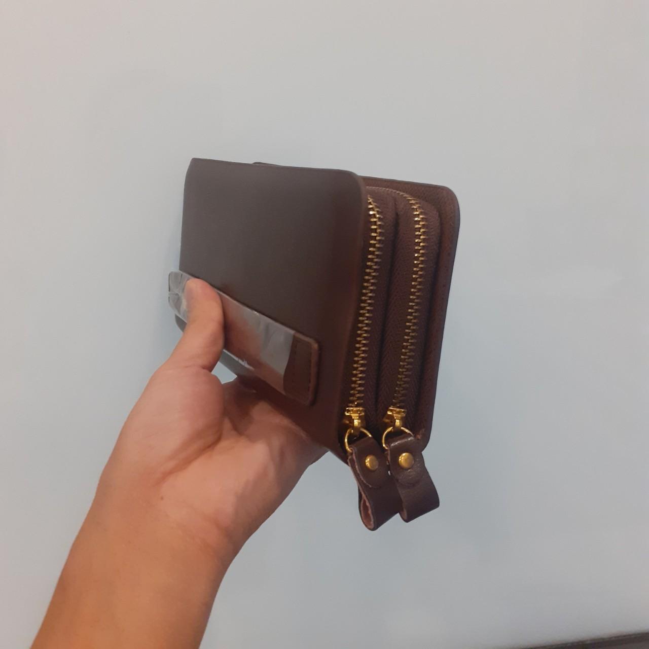 Camera ngụy trang ví da cầm tay quay lén V88